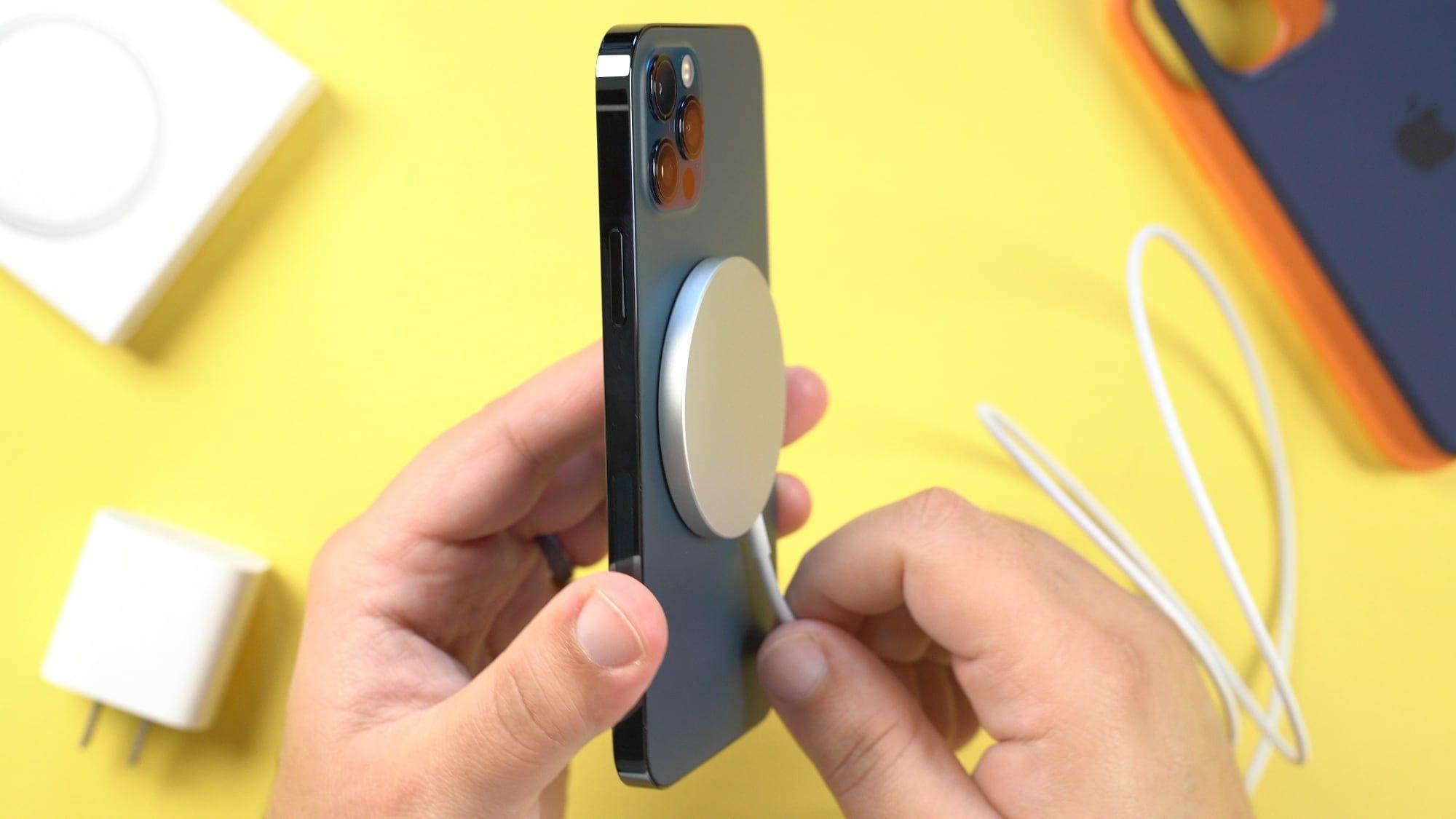 ar lengva paciam sutvarkyti apple iphone 12 krovimo jungti